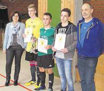 2015-12-24-Fussballturnier-Kicken um den Sieg
